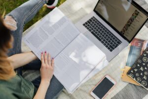 Cuida tu vista mientras estudias o trabajas